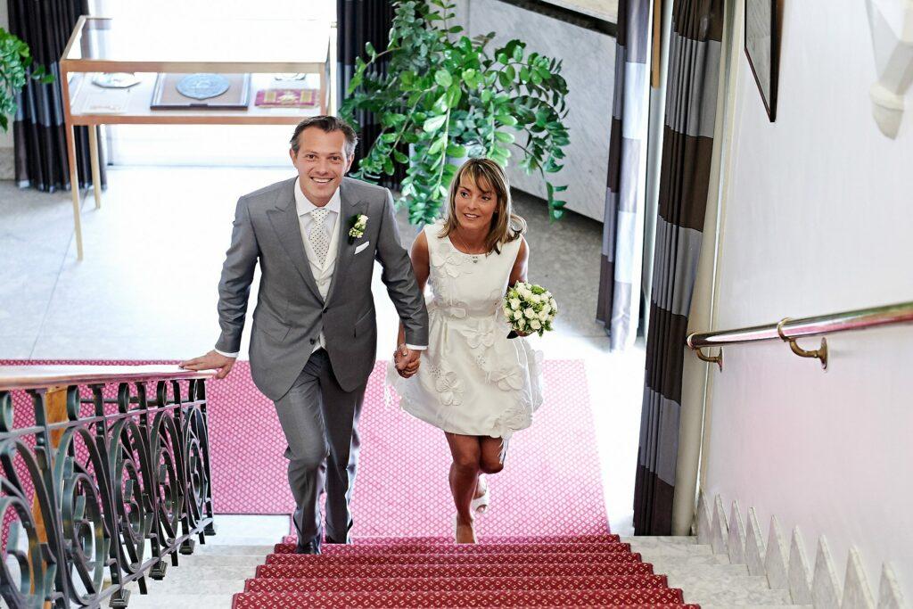 Robe de mariée courte - korte trouwjurk- Audrey Hepburn's wedding dress look- exclusive embroidered silk- svoir faire- civil wedding